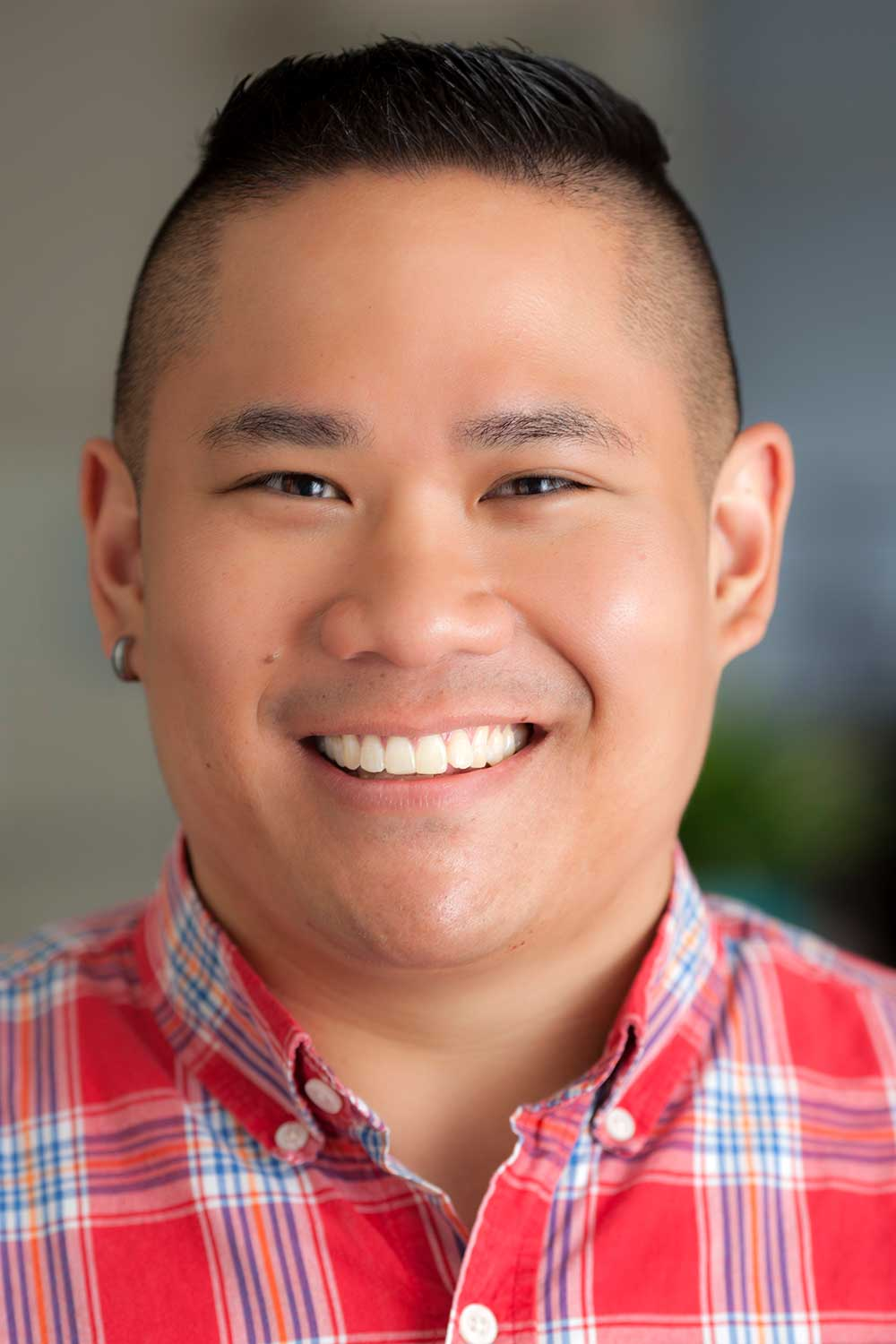 Dennis-Nguyen-chicago-compass-counselor-mens-lgbt-1